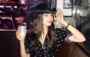 """Lily Collins será protagonista da série """"Emily in Paris"""""""