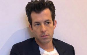 """Mark Ronson divulga trechos das colaborações de """"Late Night Feelings""""; vem ouvir!"""