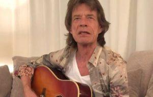 Após adiamento de turnê, jornal tranquiliza fãs de Mick Jagger sobre estado de saúde