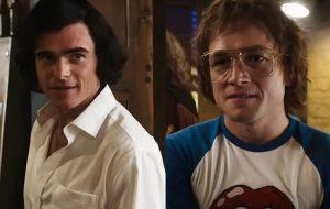 Taron Egerton fala sobre responsabilidade em interpretar Elton John e revela detalhes de cena de beijo