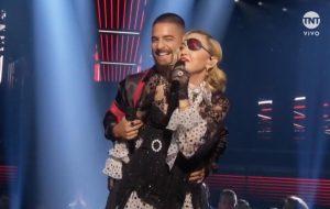 """Madonna e Maluma trazem todas as personas de """"Madame X"""" para o palco do BBMAs no primeiro live de """"Medellin""""!"""