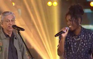 """Ícones! IZA e Caetano Veloso cantam """"Divino Maravilhoso"""" no """"Música Boa Ao Vivo"""""""