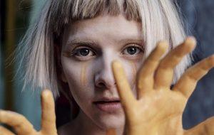 Curiosidades sobre Aurora, a norueguesa maravilhosa que faz show neste mês!