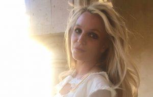 Britney Spears quer encerrar a tutela do pai e aceita avaliação familiar, diz site