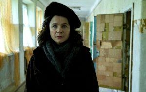 """Entrevista: batemos um papo com Emily Watson sobre """"Chernobyl"""", nova série da HBO"""