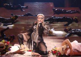 """Com protesto pela paz, Madonna canta """"Like a Prayer"""" e """"Future"""" no encerramento do Eurovision"""