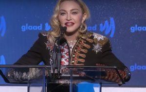 Madonna recebe prêmio por contribuições à comunidade LGBTQ e faz discurso emocionante