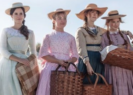 """Novas fotos de """"Little Women"""" com Emma Watson e Laura Dern são divulgadas!"""