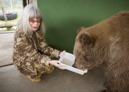 Rita Lee conta como foi visitar Rowena, ursa que inspirou seu novo livro <3