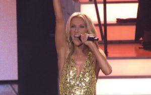 """Céline Dion lança single durante sua despedida de Las Vegas; vem dançar ao som de """"Flying On My Own"""""""