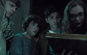 """Vem ver o primeiro trailer legendado de """"Histórias Assustadoras Para Contar no Escuro"""", novo filme de Guillermo Del Toro"""