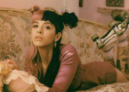 """Melanie Martinez publica trechinho de """"High School Sweethearts"""", sua nova música!"""