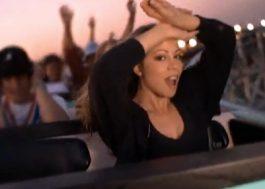 """Mariah Carey revisita montanha-russa do clipe de """"Fantasy"""" 23 anos depois"""