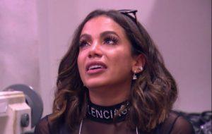Anitta canta, se emociona e visita seu passado no Caldeirão do Huck