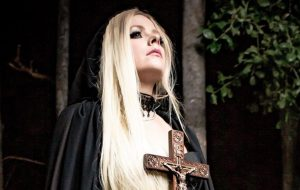 "Avril Lavigne publica primeira imagem do clipe ""I Fell In Love With The Devil"""