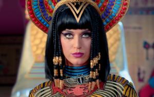 """Katy Perry perde batalha judicial após acusação de plágio por """"Dark Horse"""""""