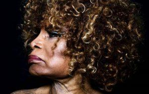 "Elza Soares anuncia seu novo álbum, ""Planeta Fome"", para setembro!"