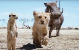 """Simba, Timão e Pumba cantam """"Hakuna Matata"""" em novo comercial de """"O Rei Leão"""""""