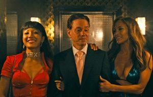 """Constance Wu e JLo lideram grupo de golpistas vingativas no trailer de """"Hustlers"""""""