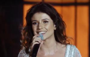 """Com participação dos fãs, Paula Fernandes lança clipe ao vivo de """"Juntos"""""""