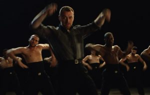 """Sam Smith tá dançando muito na prévia de seu novo clipe, """"How Do You Sleep""""!"""
