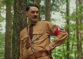 "Taika Waititi vive sátira de Adolf Hitler no trailer de ""Jojo Rabbit"", seu novo filme!"