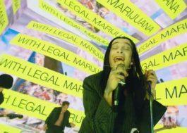 """The 1975 lança clipe bem roqueiro e cheio de luzes para o single """"People"""""""