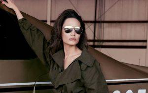 """Angelina Jolie diz em ensaio para a Elle: """"O mundo precisa de mulheres más"""""""