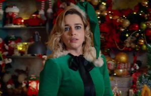 """Emilia Clarke vive uma vida caótica no trailer da comédia romântica """"Last Christmas"""""""