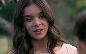 """Hailee Steinfeld é uma escritora rebelde no 1º trailer da série """"Dickinson"""""""