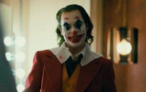 """""""Coringa"""": Joaquin Phoenix reconstrói origens do vilão em novo trailer assustador"""