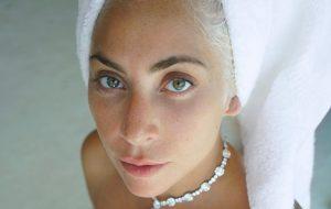 Produtor elogia Lady Gaga e diz que sua música se conecta às pessoas