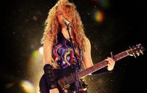 """Shakira confirma lançamento de show da turnê """"El Dorado"""" nos cinemas; saiba mais!"""