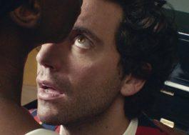 """Mika lança clipe apaixonado e cheio de surrealismo para """"Tiny Love"""""""