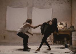 """Alicia Keys e Miguel transformam instalação visual em clipe; assista a """"Show Me Love"""""""
