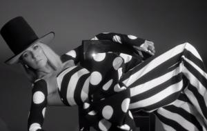 """Celine Dion nos leva a uma sessão de fotos no clipe lindo de """"Imperfections"""""""