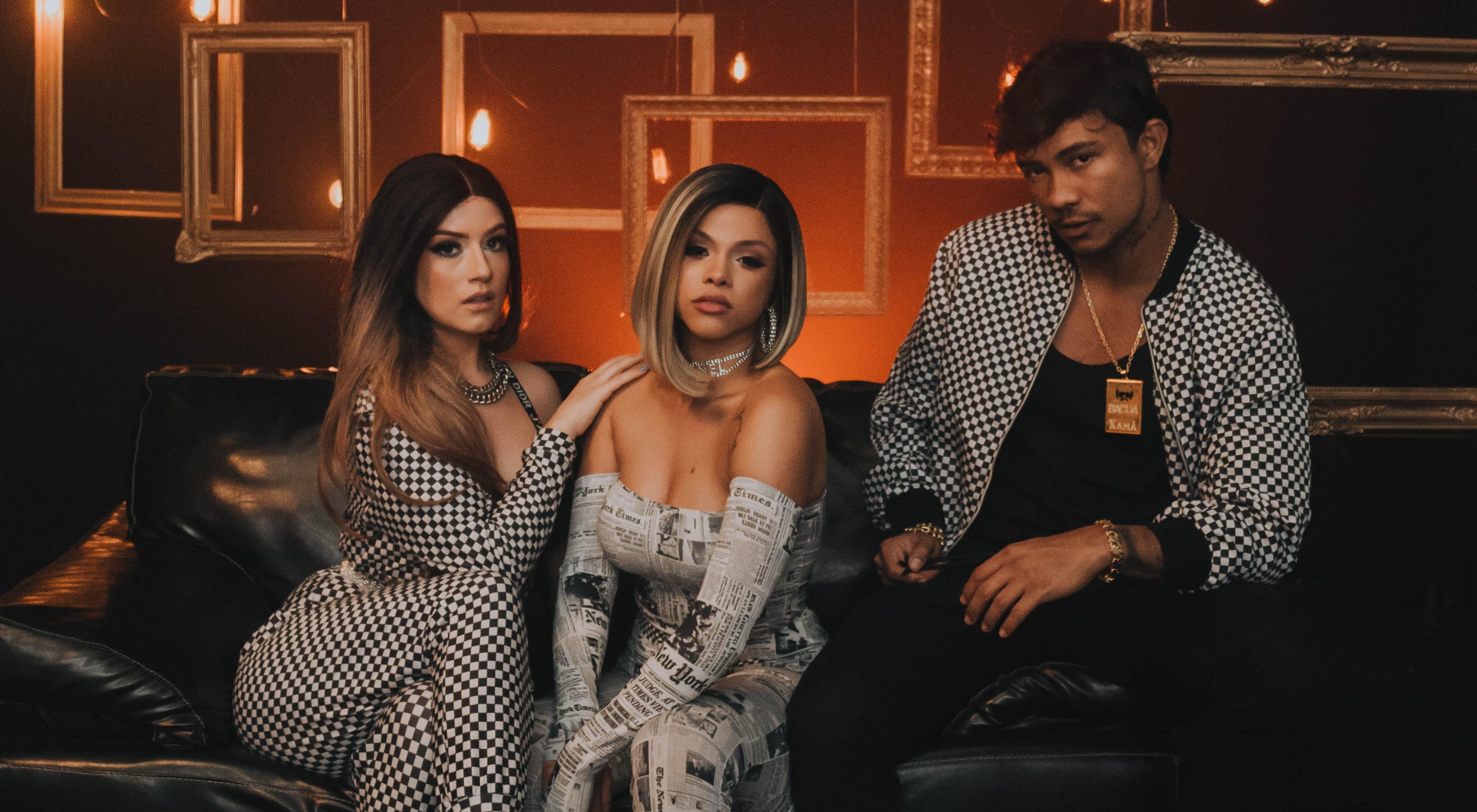 """Gabily, Clau e Xamã vivem um romance a três no clipe de """"Rabetão"""""""