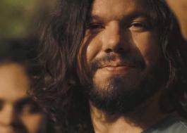 """Exclusivo: Teago Oliveira, da Maglore, narra cenário apocalíptico em """"Bora"""", seu novo clipe"""