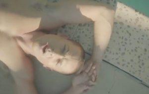 """Charlie Puth aparece sem camisa em teaser de """"Mother"""", seu novo clipe!"""