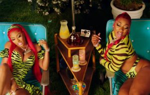 "Megan Thee Stallion e Nicki Minaj curtem festa na piscina no clipe de ""Hot Girl Summer"""