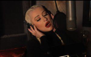 "Chistina Aguilera lança a sombria ""Haunted Heart"", da trilha sonora de ""A Família Addams"""