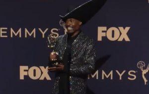 """""""Visibilidade e representatividade criam mudanças"""", diz Billy Porter no backstage do Emmy"""