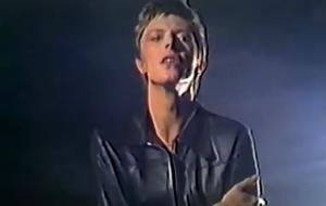 """""""Heroes"""", hit de David Bowie, ganha clipe com imagens inéditas 42 anos depois"""