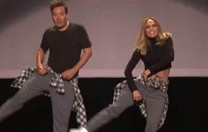 Jennifer Lopez e Jimmy Fallon se juntam para dançar coreografias famosas de clipes