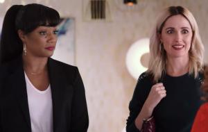 """Tiffany Haddish e Rose Byrne são enganadas por Salma Hayek no trailer de """"Like A Boss"""""""
