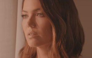 Já com clipe, Mandy Moore lança sua primeira música inédita em 10 anos!