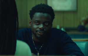 """Daniel Kaluuya vira um fugitivo da polícia no trailer poderoso de """"Queen & Slim"""""""