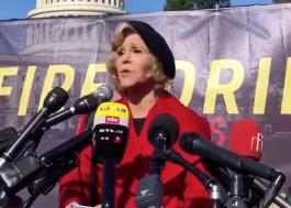Jane Fonda é detida pela segunda vez em protesto, desta vez ao lado de Sam Waterston