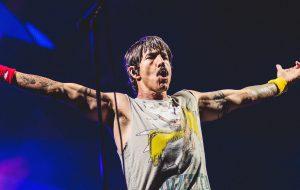 Red Hot Chili Peppers esbanja energia, mas entrega show sem grandes hits no Rock In Rio