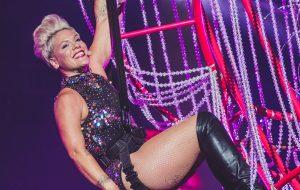 Em sua primeira vez no Brasil, Pink canta grandes hits e faz show histórico no Rock In Rio!